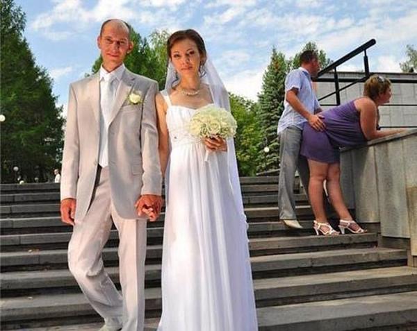 Прикольные фотобомбы со свадеб