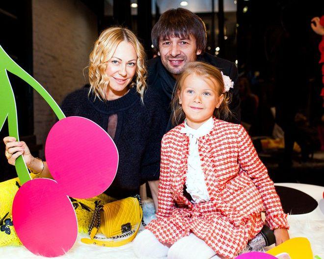Олександр Шовковський та Ольга Альонова з донькою