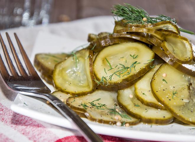 Салат из огурцов на зиму без  стерилизации:  возможно ли это