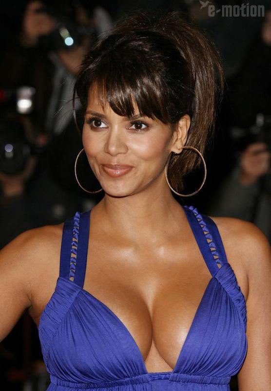 фото актрисы с большой грудью