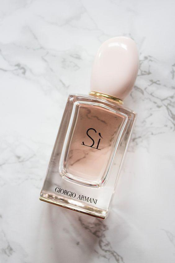 парфюм на 8 марта