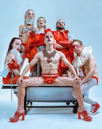 """Театр """"Мізантроп"""" презентував провокаційний фотопроект UBU THE KING"""