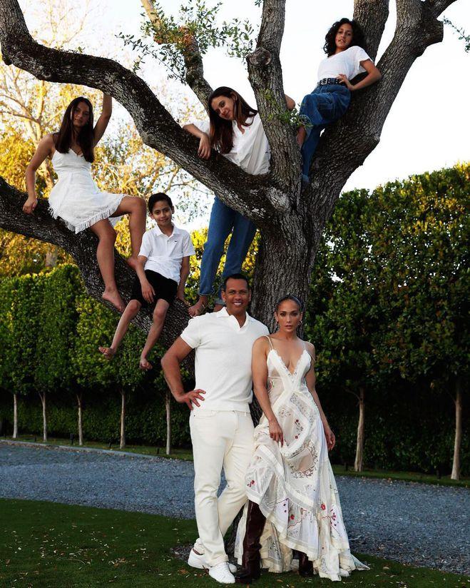 Дженнифер Лопес с семьей