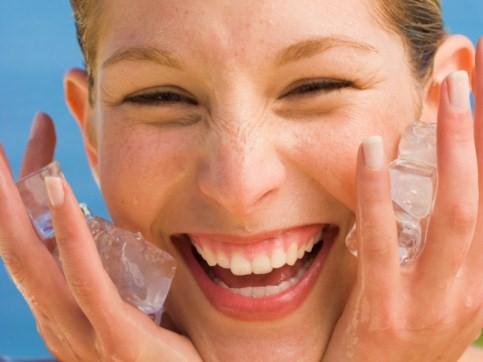 вмивай шкіру льодом, щоб продовжити молодість