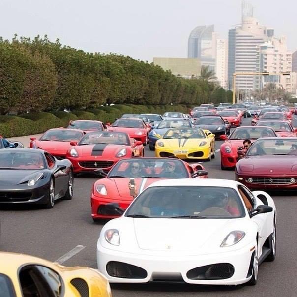 Обычное утро в Дубае. Уборщики едут домой