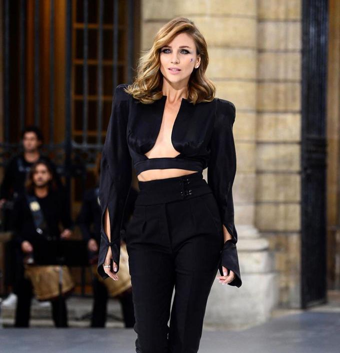Катя Сильченко вышла на подиум в рамках Парижской недели моды