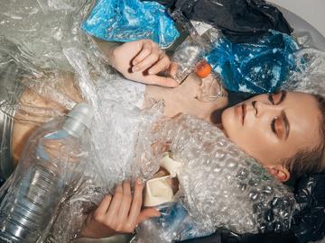 Чим шкідливий пластик і як його переробляти