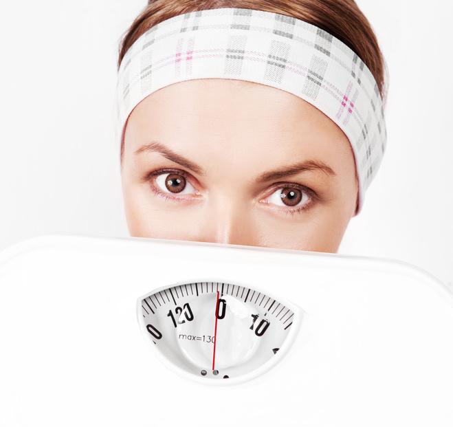 Девушка, диета, похудание, взвешивание, весы
