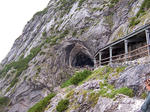 Печера Айсрізенвельт