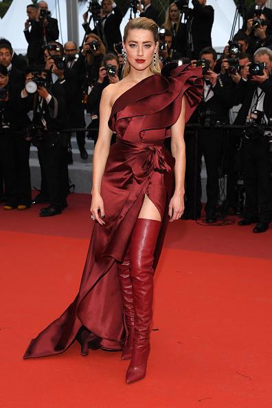 Lady in red: Эмбер Херд появилась на Каннском фестивале в красном платье