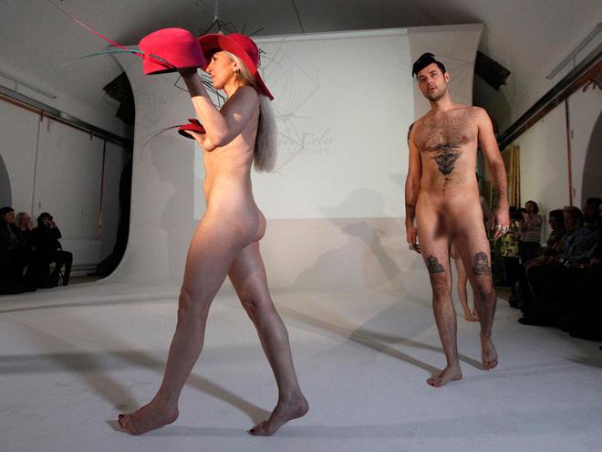Fashion week london голые модели52
