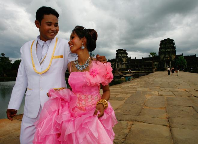 Рафінад в рукавичці і заміжжя в 12 років: весільні традиції в різних країнах світу