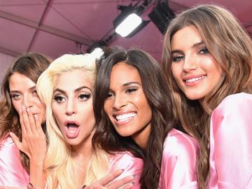 """Лучшие образы """"ангелов"""" с красной дорожки шоу Victoria's Secret 2016"""