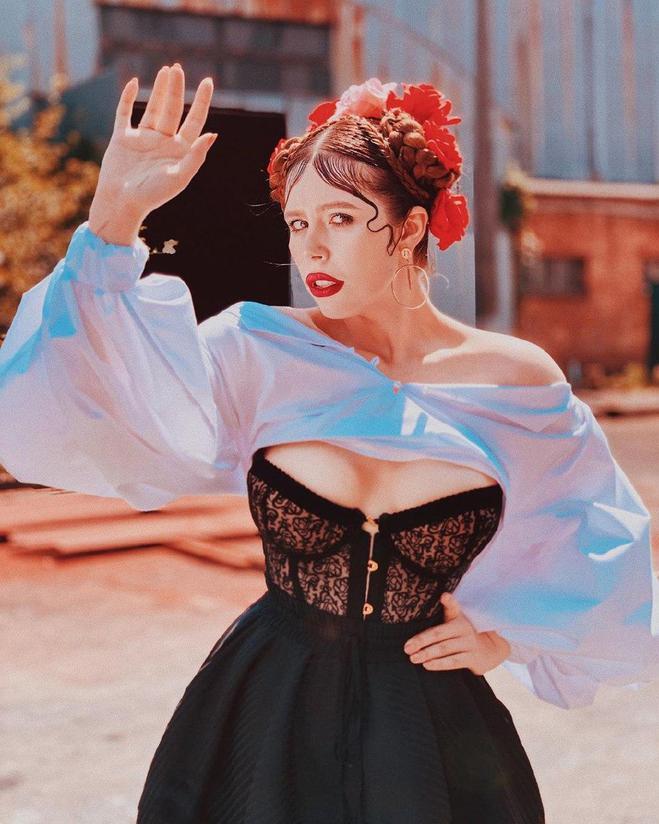 Соня Плакидюк в одязі бренду J'Amemme