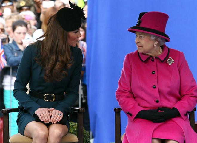 помады Кейт и Елизаветы