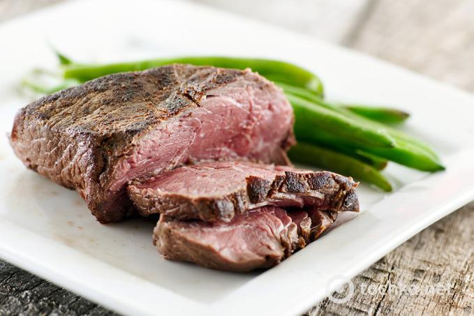 Рай для м'ясоїда: стейки з різним ступенем прожарювання