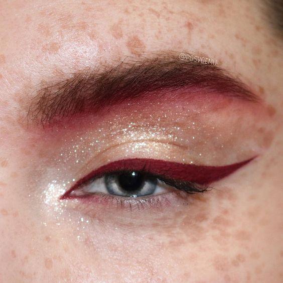 На все случаи жизни: 15 идей макияжа с контрастной яркой стрелкой