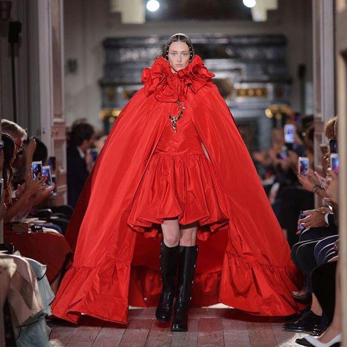 Показ Valentino Haute Couture осень-зима 2016/201