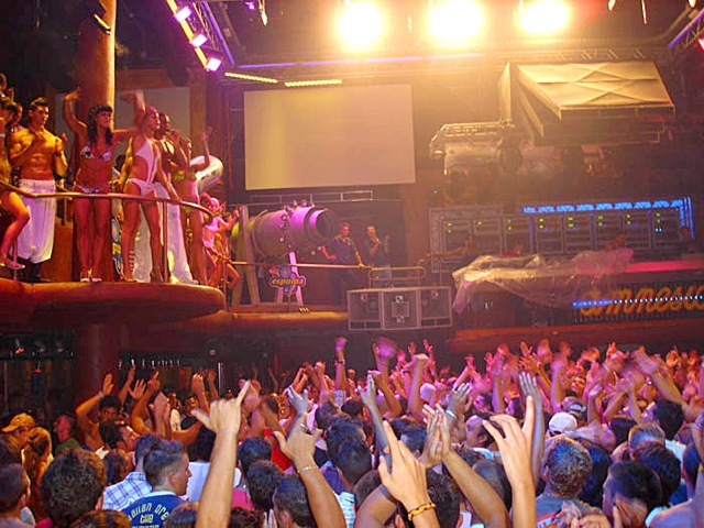 Клубний туризм на Ібіці: Amnesia