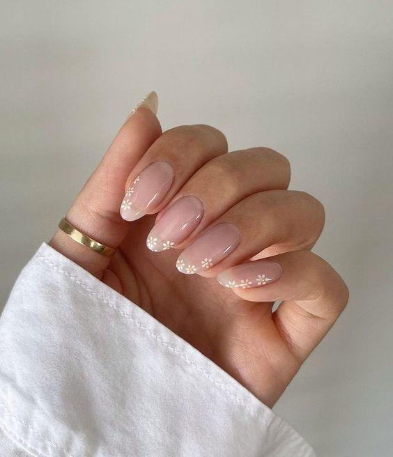 Овал — модна форма нігтів