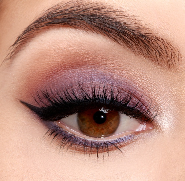 Вечірній макіяж в стилі smokie сливового кольору
