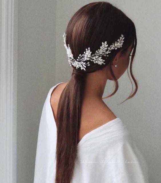 Модна весільна зачіска з високим і низьким хвостом