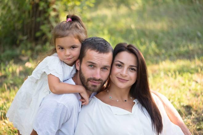 Илона Гвоздева с мужем и дочерью
