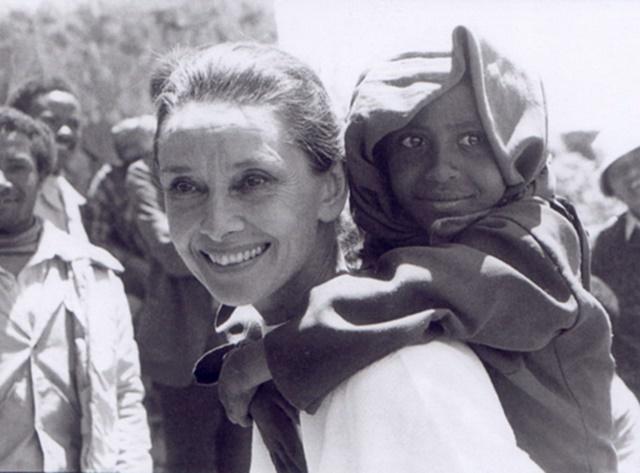 Топ-5 зірок, які допомагають африканським дітям