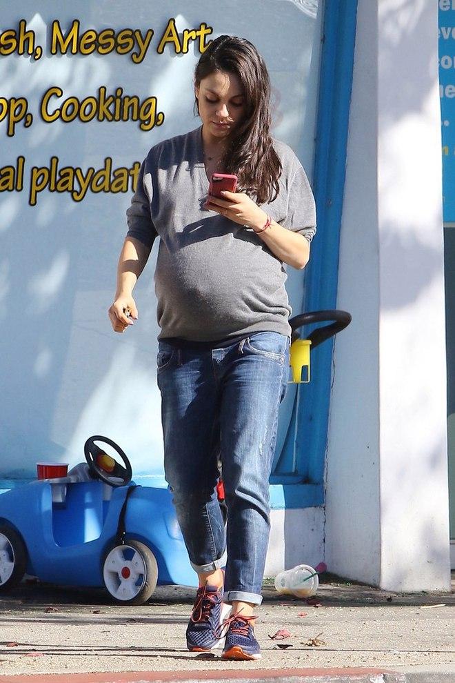 Мила Кунис родила второго ребенка: в каких луках актриса провела беременность
