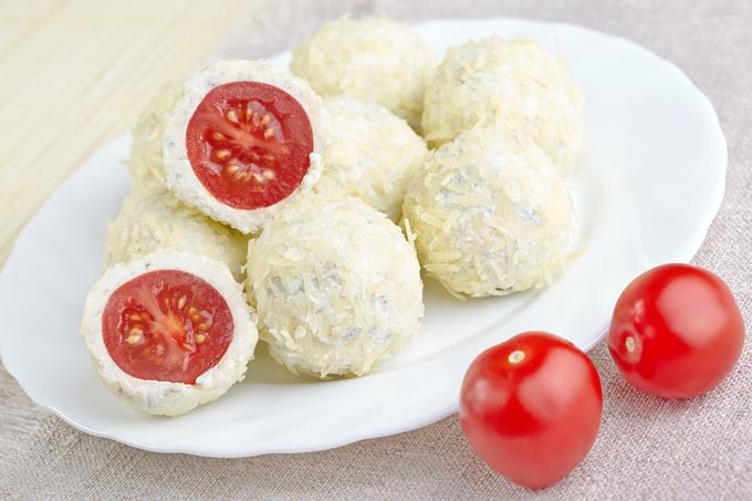 Закуски на Новий рік 2016: рецепти сирних кульок