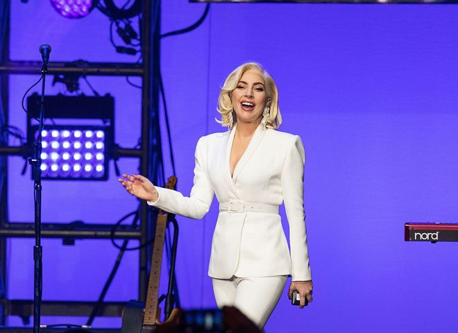 Леді Гага в костюмі Brandon Maxwell