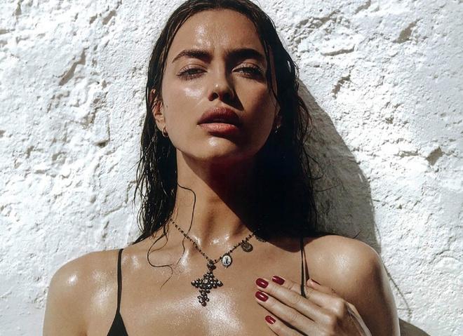 Беременная Ирина Шейк снялась для Vogue