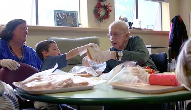 Дети в доме престарелых день пожилого человека в пансионате сценарий