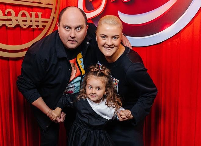 Юрий Ткач с женой и дочерью