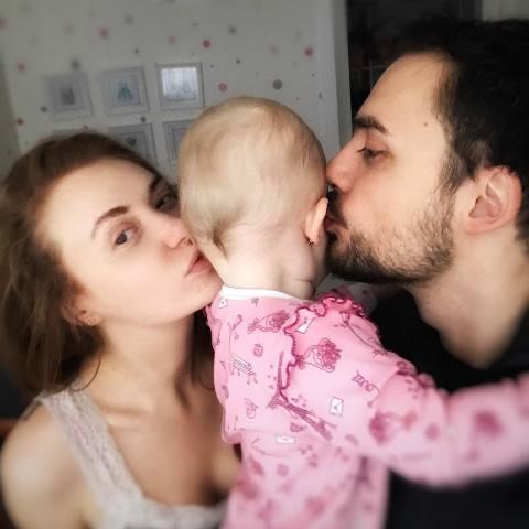 Слава з чоловіком і донькою