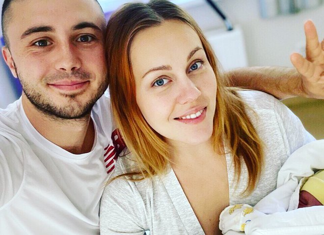 Тарас Тополя с женой и дочерью