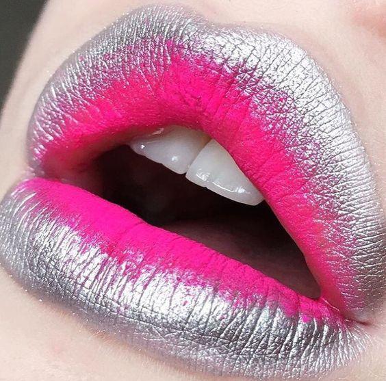 Голографічний макіяж губ