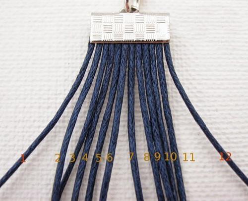 Красивый браслетик в технике макраме из шнурка и бусин своими руками