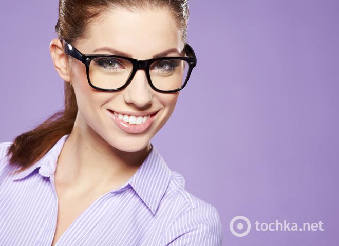 Зрение, проблемы со зрением, плохое зрение, очки, девушка в очках