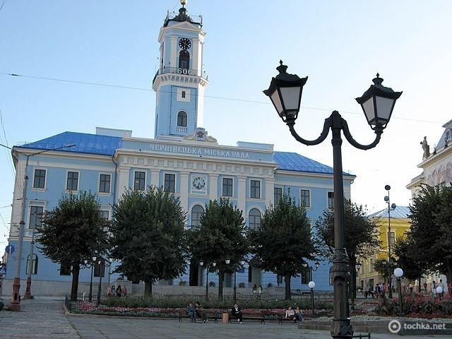 Черновцы. Центральная площадь. Черновицкий городской совет