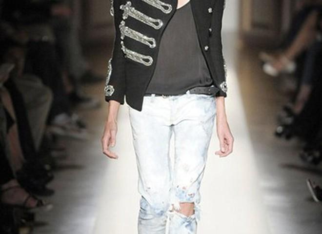 Парижский бренд Balmain продает рваные джинсы за $2 тыс.