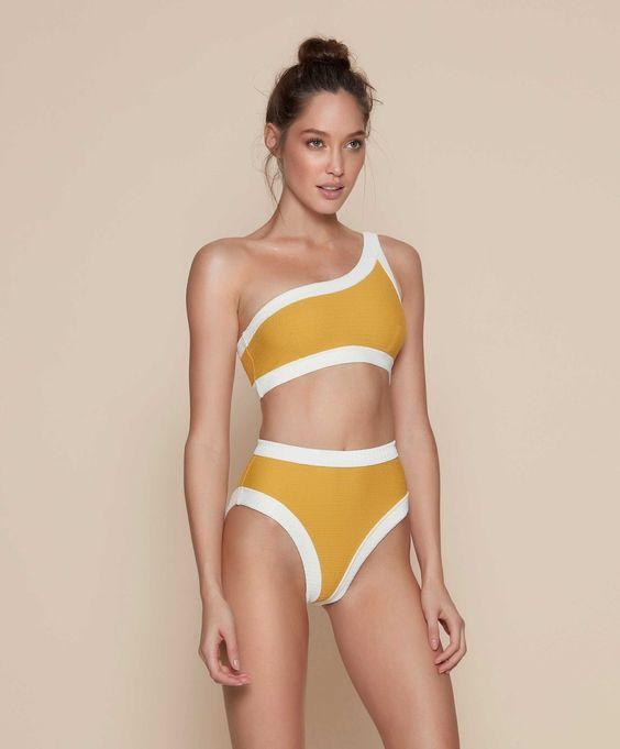 Модные цвета и рисунки купальников в 2019 году