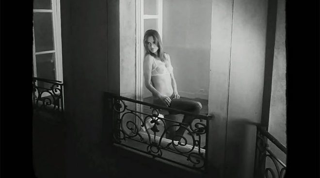 Алессандра Амбросио станцевала стриптиз в съемке для Love