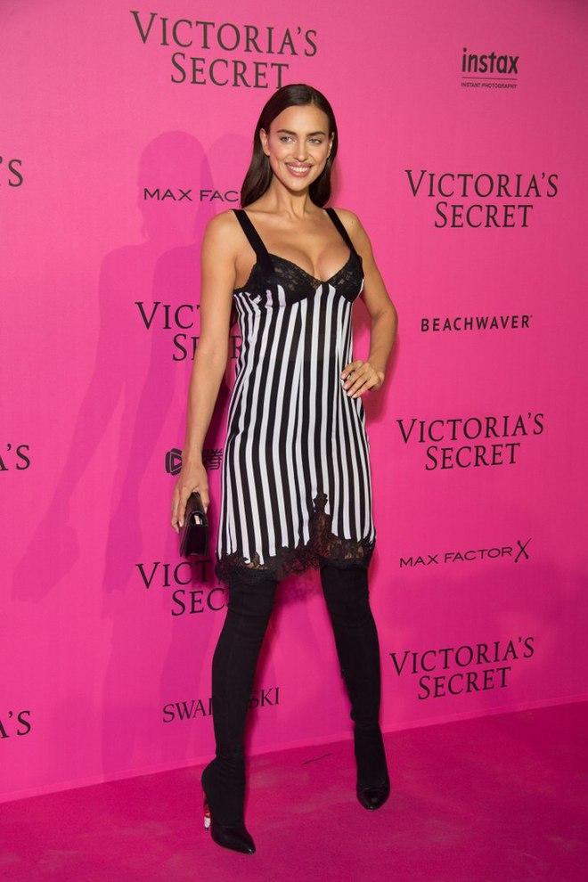 Беременная Ирина Шейк на шоу Victoria's Secret 2016