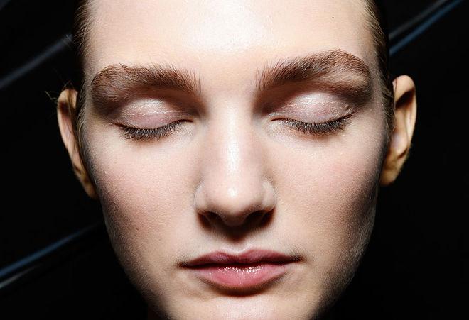 Як доглядати за шкірою навколо очей