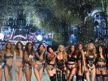 Как все прошло: модные образы с подиума шоу Victoria's Secret 2016