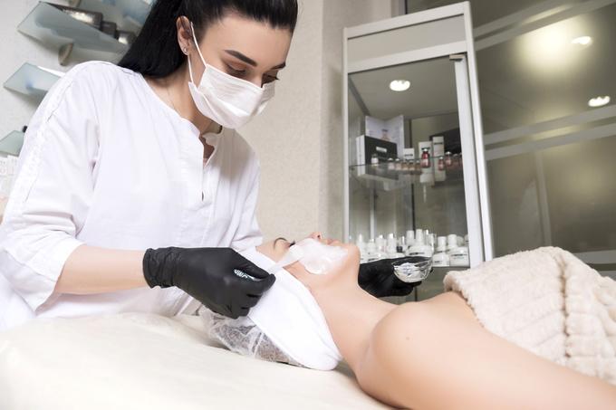 косметолог процедура влітку