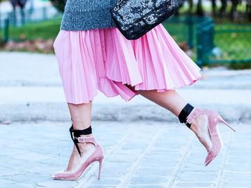 С чем носить плиссированную юбку: модные образы звезд (фото)