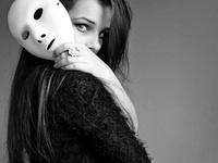 Милашка с маской