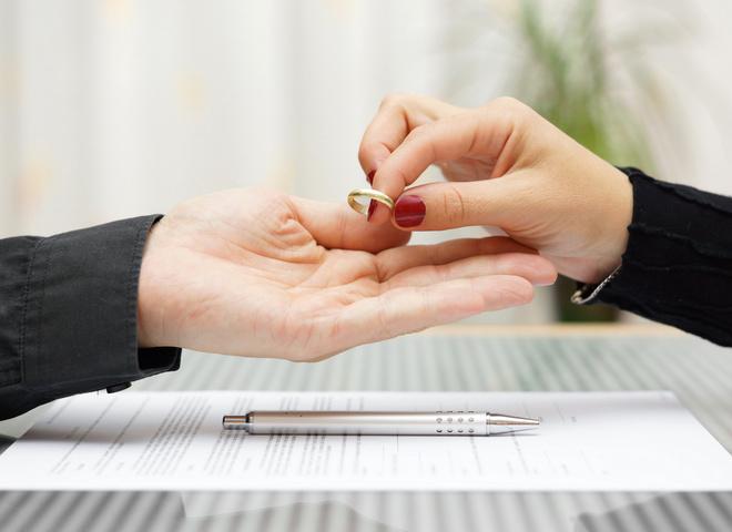 Ужасные цифры про брак: что удерживает людей от развода